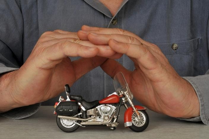 La bonne démarche pour assurer sa moto